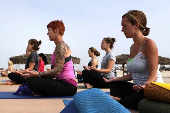 women-yoga class-pxhere